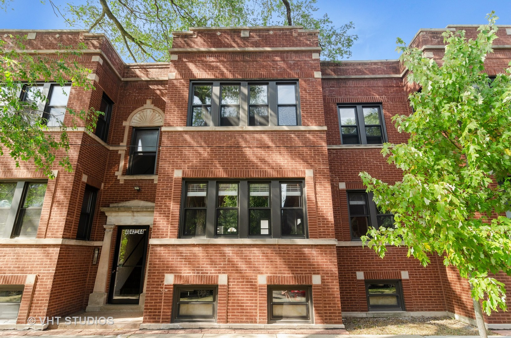 4042 School Unit Unit 2e ,Chicago, Illinois 60641