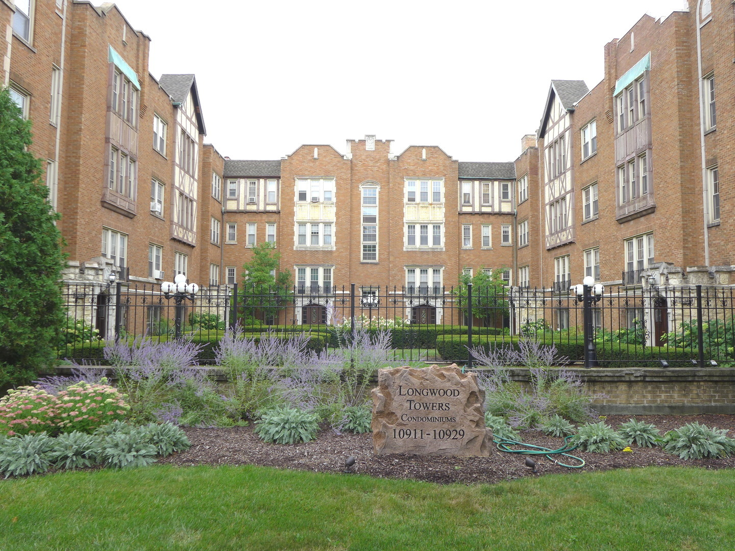 Photo of 10921 Longwood Chicago IL 60643
