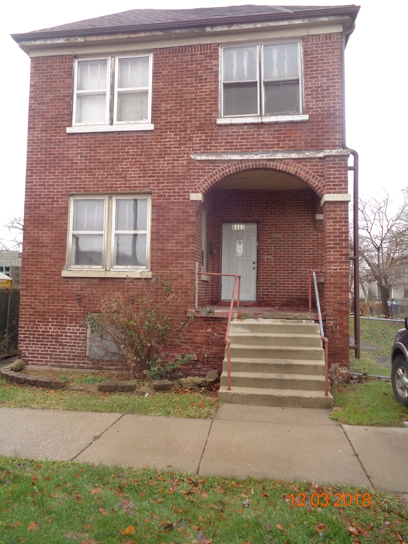 CLASSIC BRICK 2 FLAT, SOLD AS-IS AND READY FOR A NEW FAMILY. THIS HOME IS BEING SOLD AS-IS BUT IS NOT BANK OWNED AND NOT A SHORT SALE. LOCALLY OWNED AND MOTIVATED TO SELL. PLEASE INSPECT PRIOR TO SUBMITTING AN OFFER.  PLEASE NOTE: 0% TAX PRORATIONS ARE OFFERED, THE SELLER WILL PAY CURRENT AND ALL PRIOR TAX BUT 0% CREDIT FOR FUTURE BILLS.  SPECIAL WARRANTY DEED AT CLOSING. NO SURVEY. FOR FASTER RESPONSE PLEASE USE SELLERS CONTRACT, ADDENDUM AND DISCLOSURES UNDER DOCUMENTS.
