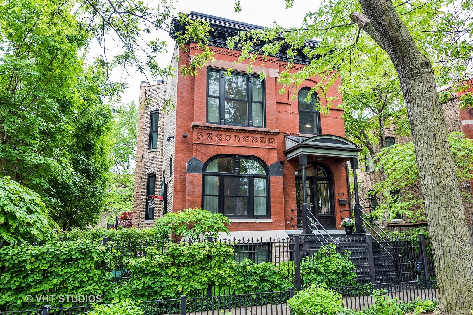 1138 North Hoyne Avenue, Chicago-West Town, IL 60622
