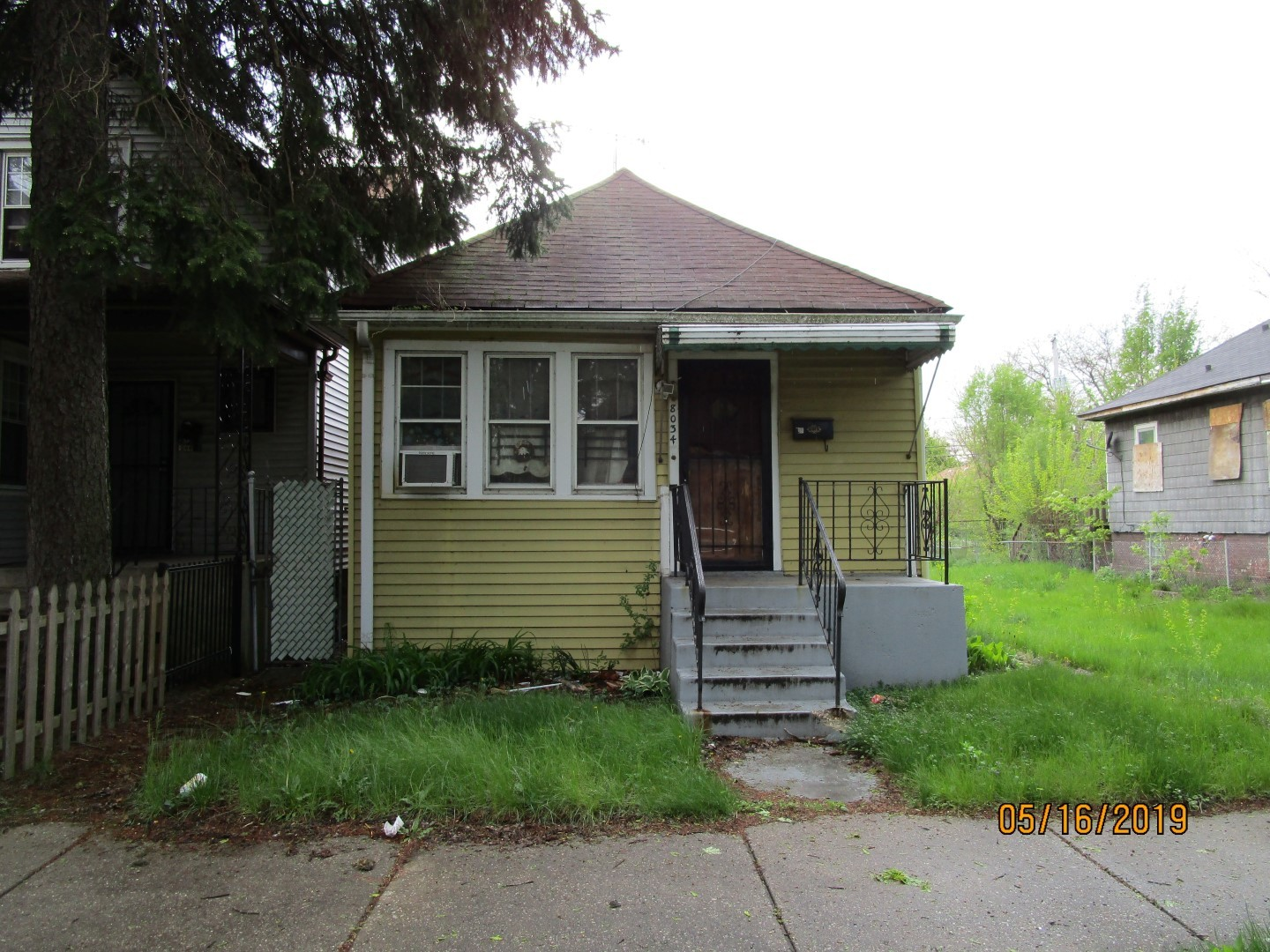SINGLE FAMILY HOME SOLD AS-IS AND READY FOR A NEW FAMILY.   NOT BANK OWNED AND NOT A SHORT SALE, OWNERS ARE LOCAL AND MOTIVATED.  THIS HOME IS BEING SOLD AS-IS, SO PLEASE INSPECT PRIOR TO SUBMITTING AN OFFER.  PLEASE NOTE: 0% TAX PRORATIONS ARE OFFERED, THE SELLER WILL PAY CURRENT AND ALL PRIOR TAX BUT 0% CREDIT FOR FUTURE BILLS.  SPECIAL WARRANTY DEED AT CLOSING. NO SURVEY.  FOR FASTER RESPONSE PLEASE USE SELLERS CONTRACT, ADDENDUM AND DISCLOSURES UNDER DOCUMENTS