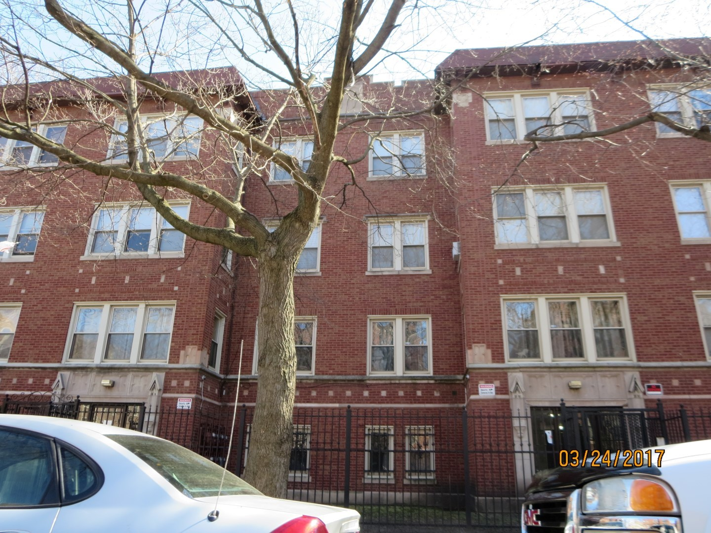 2 bedroom condo in a classic brick vintage building.  SOLD AS-IS AND READY FOR A NEW FAMILY.   NOT BANK OWNED AND NOT A SHORT SALE, OWNERS ARE LOCAL AND MOTIVATED.  THIS HOME IS BEING SOLD AS-IS, SO PLEASE INSPECT PRIOR TO SUBMITTING AN OFFER.  PLEASE NOTE: 0% TAX PRORATIONS ARE OFFERED, THE SELLER WILL PAY CURRENT AND ALL PRIOR TAX BUT 0% CREDIT FOR FUTURE BILLS.  SPECIAL WARRANTY DEED AT CLOSING. NO SURVEY.  FOR FASTER RESPONSE PLEASE USE SELLERS CONTRACT, ADDENDUM AND DISCLOSURES UNDER DOCUMENTS. EMAILING AGENT IS PREFERRED OVER CALLS .