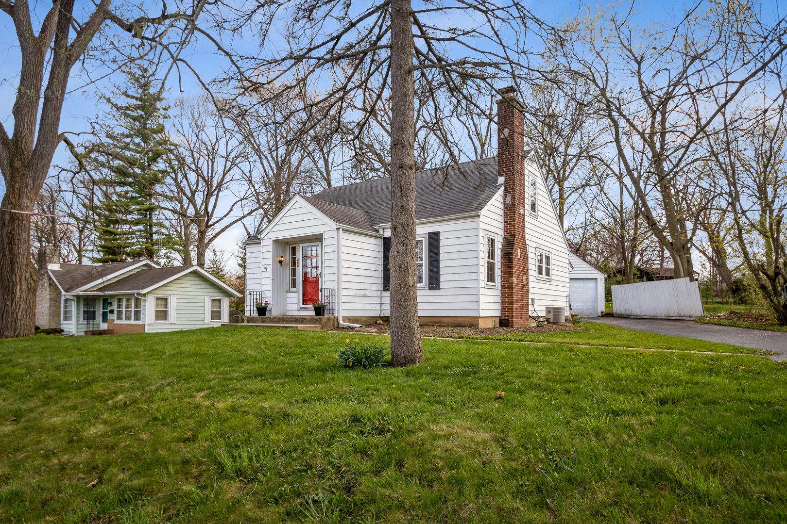 456 Fremont St, Woodstock IL 60098