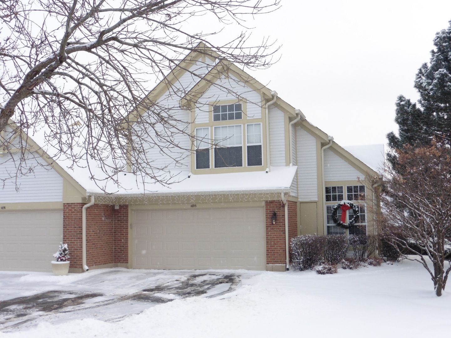 1693 Pearl Court, Crystal Lake, IL 60014
