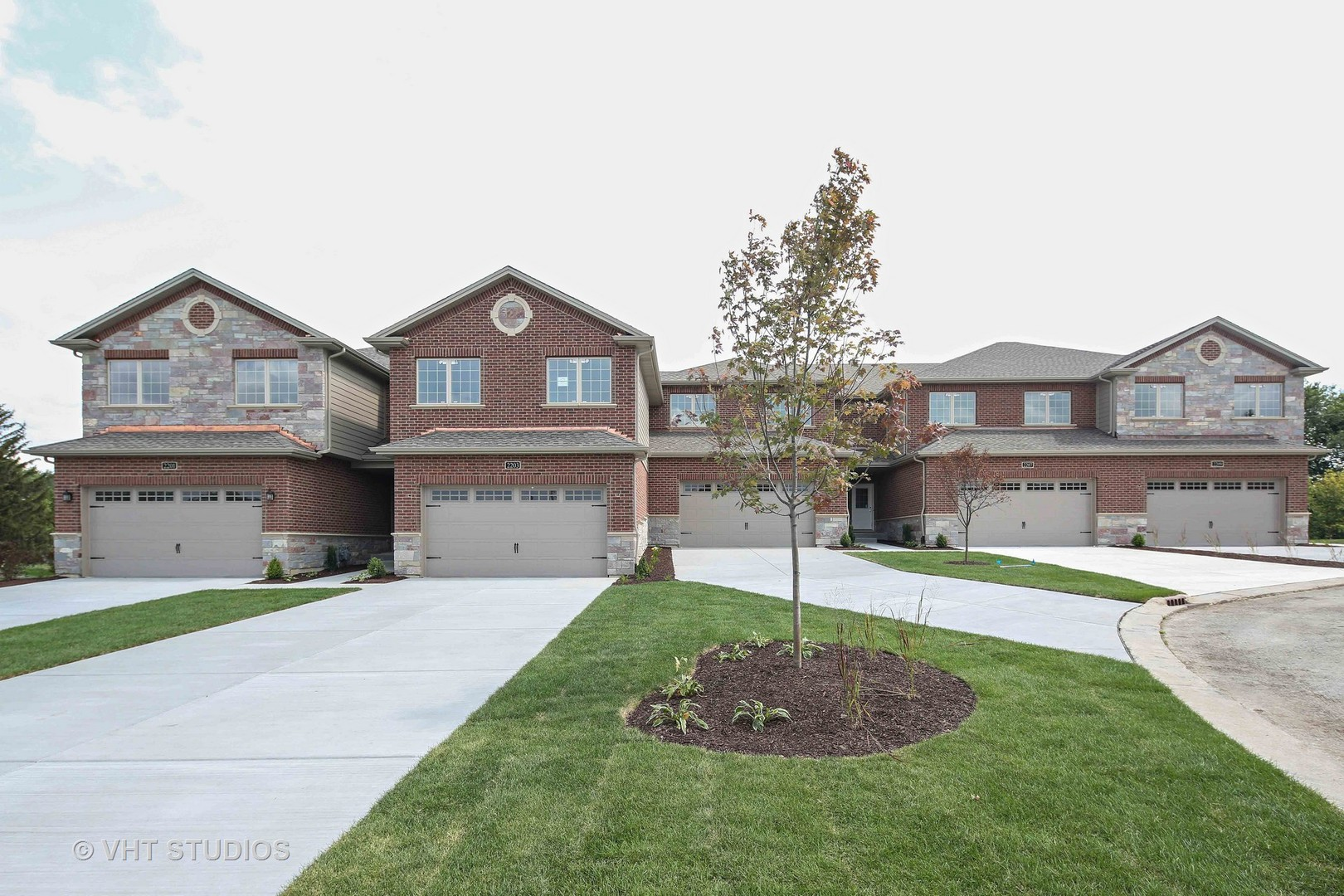 2203 Maple Hill Court, Downers Grove, IL 60515