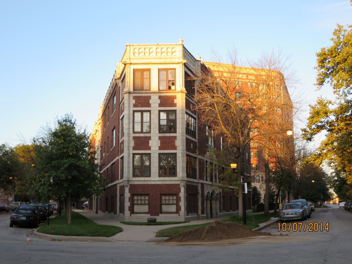3 bedroom condo near lakefront SOLD AS-IS AND READY FOR A NEW FAMILY. OWNER OCCUPANT ONLY. NOT BANK OWNED AND NOT A SHORT SALE, OWNERS ARE LOCAL AND MOTIVATED.  THIS HOME IS BEING SOLD AS-IS, SO PLEASE INSPECT PRIOR TO SUBMITTING AN OFFER.  PLEASE NOTE: 0% TAX PRORATIONS ARE OFFERED, THE SELLER WILL PAY CURRENT AND ALL PRIOR TAX BUT 0% CREDIT FOR FUTURE BILLS.  SPECIAL WARRANTY DEED AT CLOSING. NO SURVEY.  FOR FASTER RESPONSE PLEASE USE SELLERS CONTRACT, ADDENDUM AND DISCLOSURES UNDER DOCUMENTS.