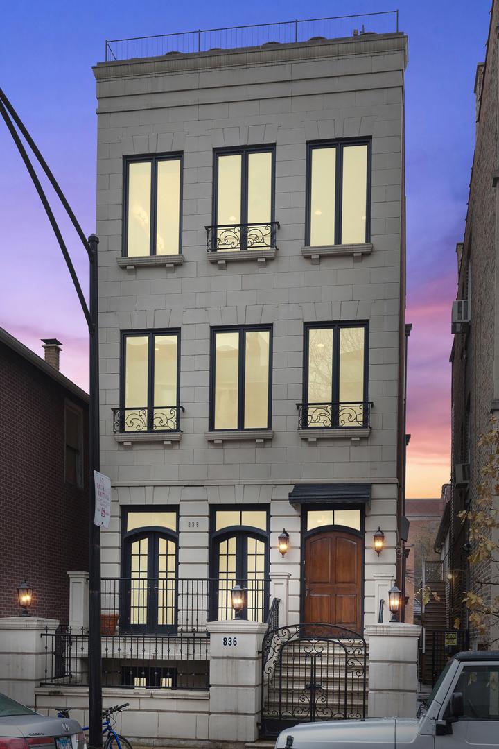 4 House in Near West Side