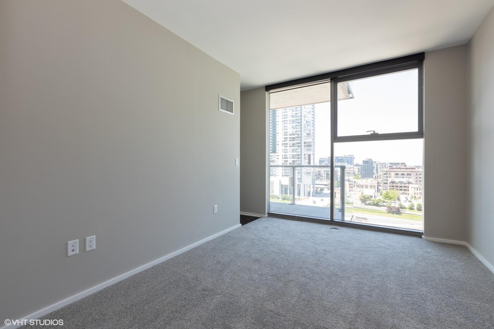 123 N Des Plaines St apartments for rent at AptAmigo