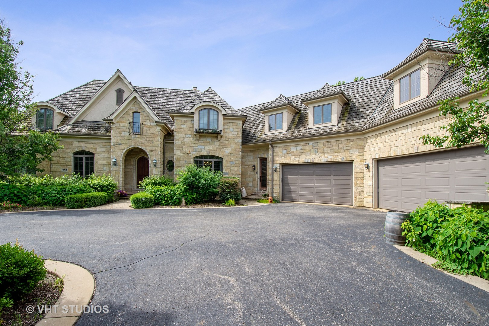 28317 Gray Barn Lane, LAKE BARRINGTON, IL 60010