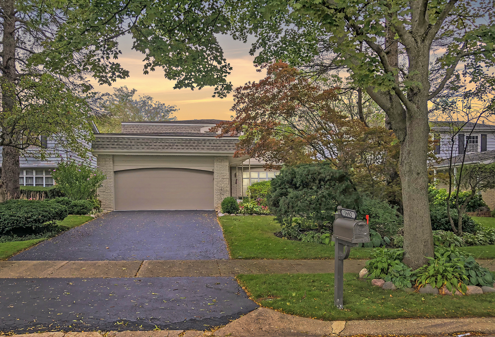 1682 Cavell Avenue Chicago's North Shore, North and Northwest Suburbs Home Listings - Allyson Hoffman Northern Illinois Real Estate