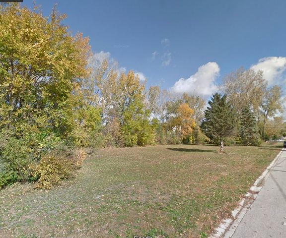 2 Fairview Ave, Mchenry IL 60051
