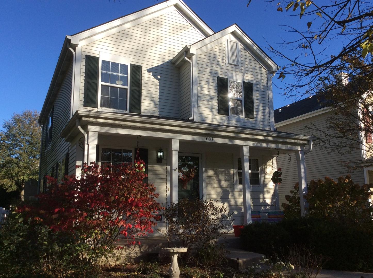 751 Manor ,Crystal Lake, Illinois 60014