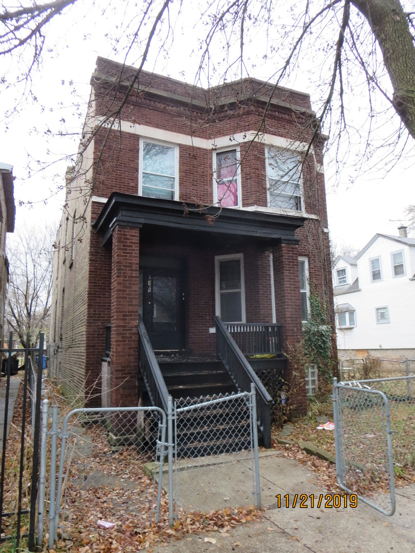 Brick Multi-Unit with basement unit. Great income property.SOLD AS-IS AND READY FOR A NEW FAMILY. THIS HOME IS BEING SOLD AS-IS BUT IS NOT BANK OWNED AND NOT A SHORT SALE. LOCALLY OWNED AND MOTIVATED TO SELL. PLEASE INSPECT PRIOR TO SUBMITTING AN OFFER.  PLEASE NOTE: 0% TAX PRORATIONS ARE OFFERED, THE SELLER WILL PAY CURRENT AND ALL PRIOR TAX BUT 0% CREDIT FOR FUTURE BILLS.  SPECIAL WARRANTY DEED AT CLOSING. NO SURVEY. FOR FASTER RESPONSE PLEASE USE SELLERS CONTRACT, ADDENDUM AND DISCLOSURES UNDER DOCUMENTS
