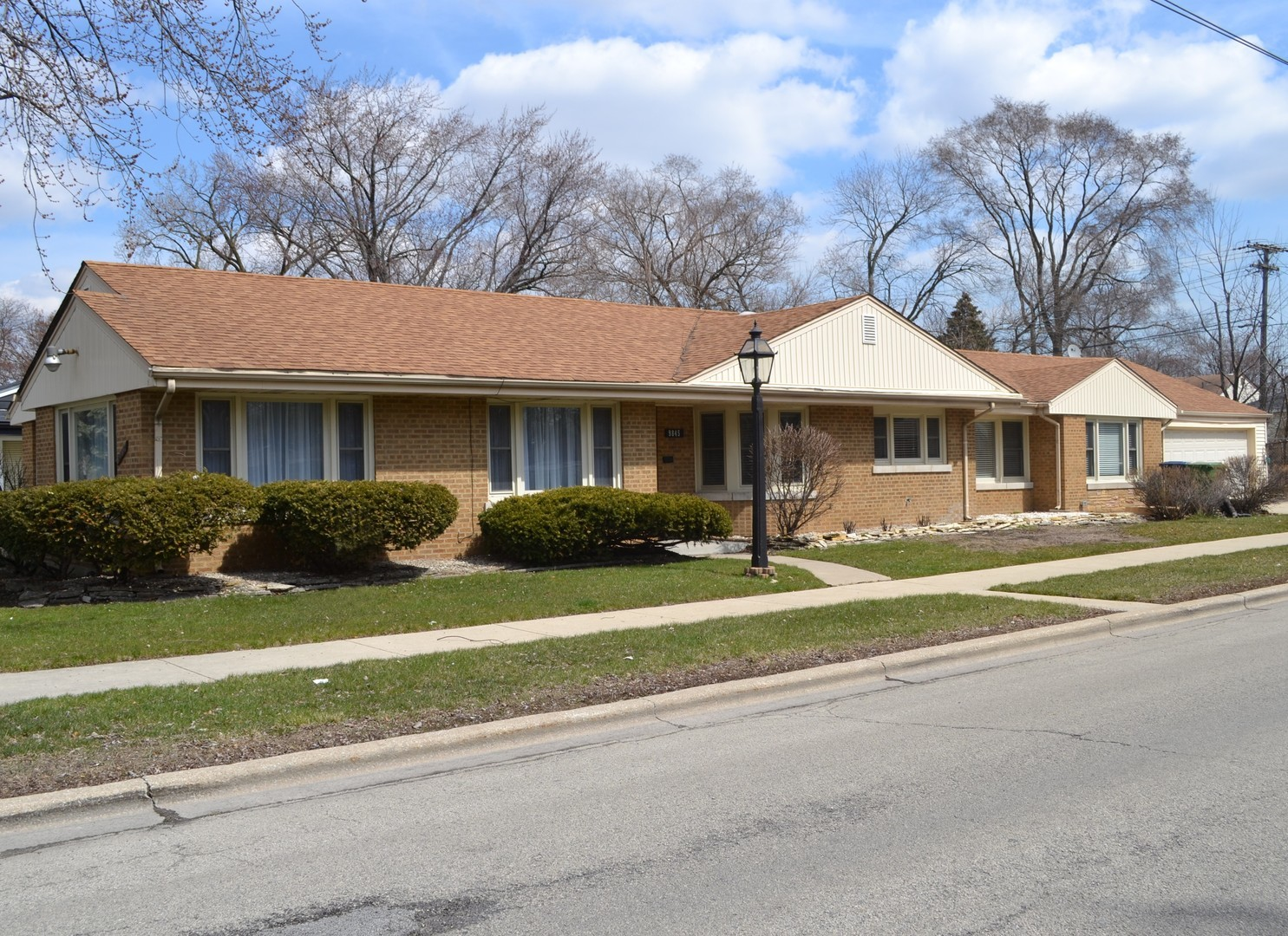 Photo of 9845 South MAPLEWOOD Avenue EVERGREEN PARK IL 60805