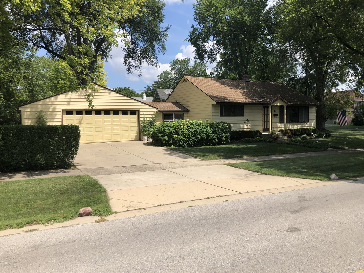 Great house in great area!  Home has nice hardwood floors and 3 bedrooms,  finished basement rec room!  Eat-in kitchen w/app. New  patio and the home is walking distance to Fremd H.S., Newer Furnace and New AC.  3 Bedrooms with full basement.