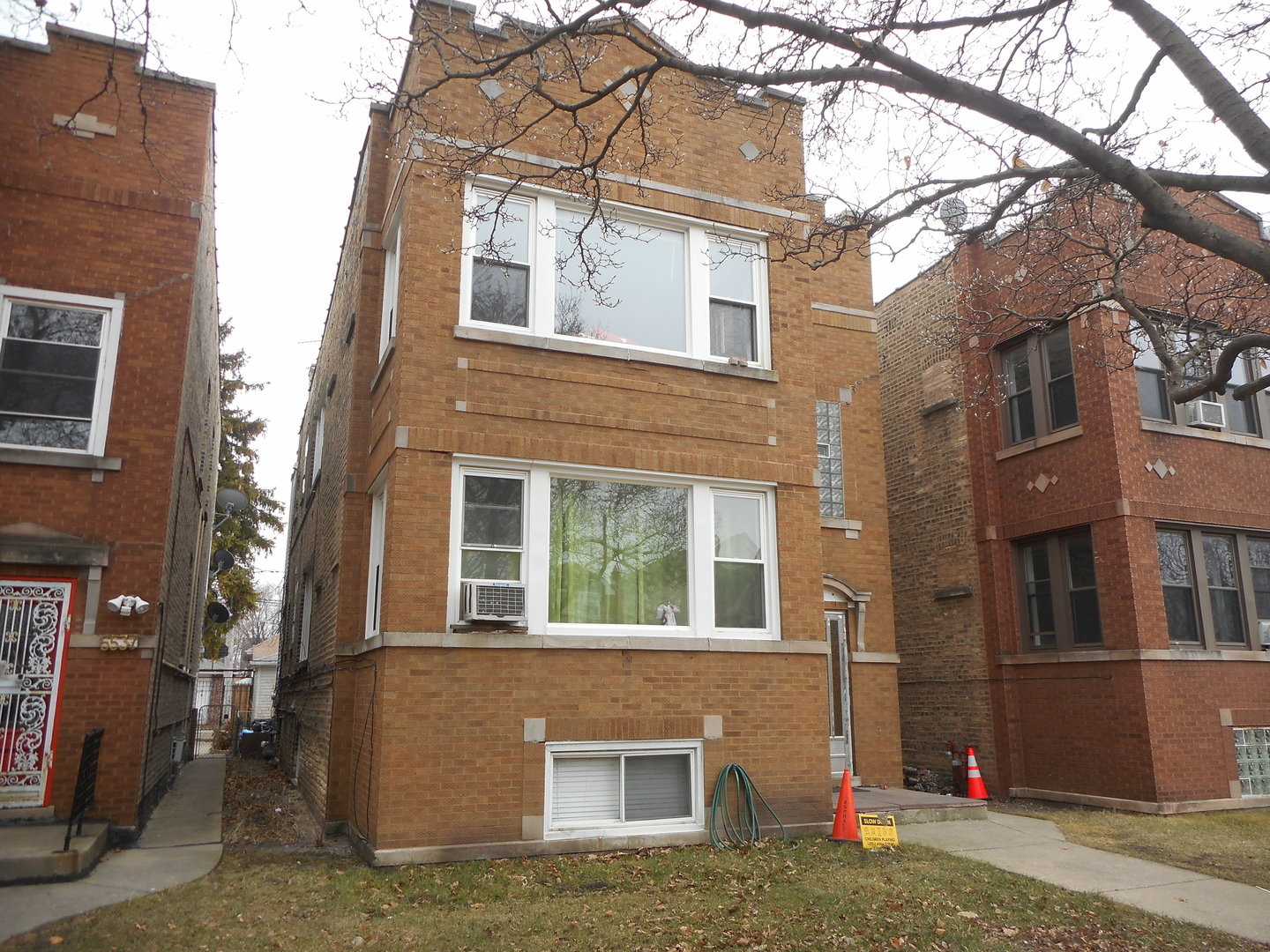 5541 School ,Chicago, Illinois 60641
