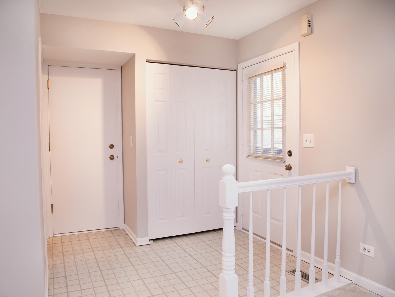 251 Old Oak Court W