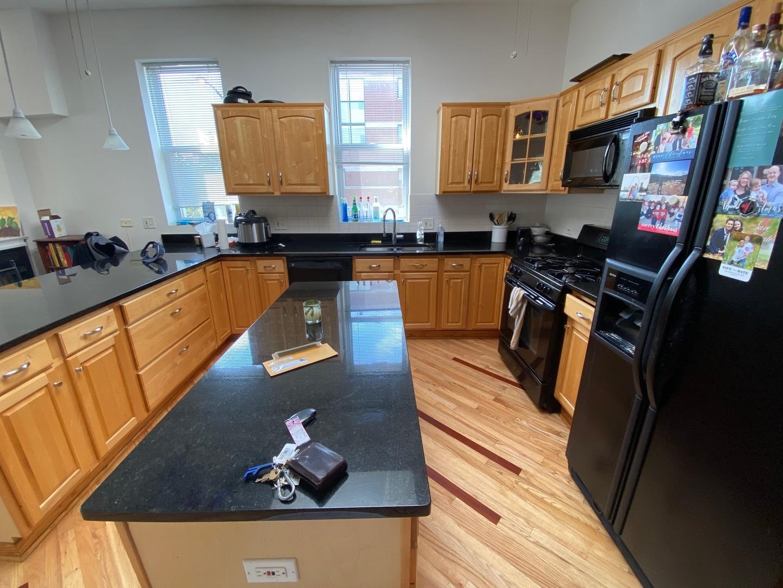 1000 N Wood St apartments for rent at AptAmigo