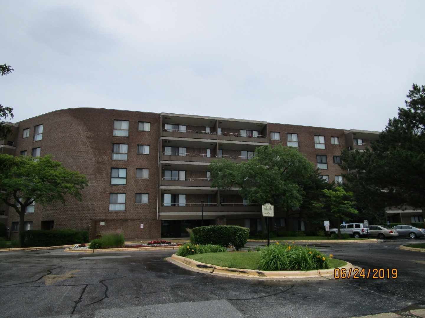 2 BEDROOM 2 BATHROOM CONDO NEEDING REHAB AT A GREAT PRICE. THIS UNIT IS ON TH 2ND FLOOR IN A SAFE BUILDING WITH MANY AMENITIES OFFERED.  NOT BANK OWNED AND NOT A SHORT SALE, OWNERS ARE LOCAL AND MOTIVATED.  THIS HOME IS BEING SOLD AS-IS, SO PLEASE INSPECT PRIOR TO SUBMITTING AN OFFER.  PLEASE NOTE: 0% TAX PRORATIONS ARE OFFERED, THE SELLER WILL PAY CURRENT AND ALL PRIOR TAX BUT 0% CREDIT FOR FUTURE BILLS.  SPECIAL WARRANTY DEED AT CLOSING. NO SURVEY.  FOR FASTER RESPONSE PLEASE USE SELLERS CONTRACT, ADDENDUM AND DISCLOSURES UNDER DOCUMENTS.