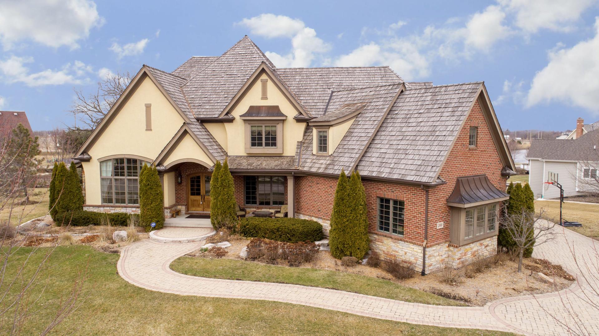 200 Wrenwood Circle, Elgin, IL 60124