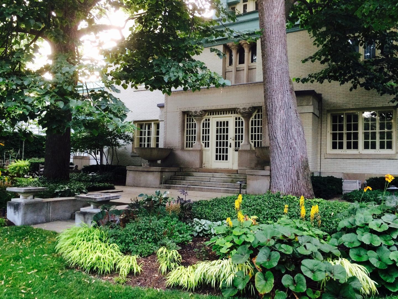 750 WEST HUTCHINSON STREET, CHICAGO, IL 60613  Photo