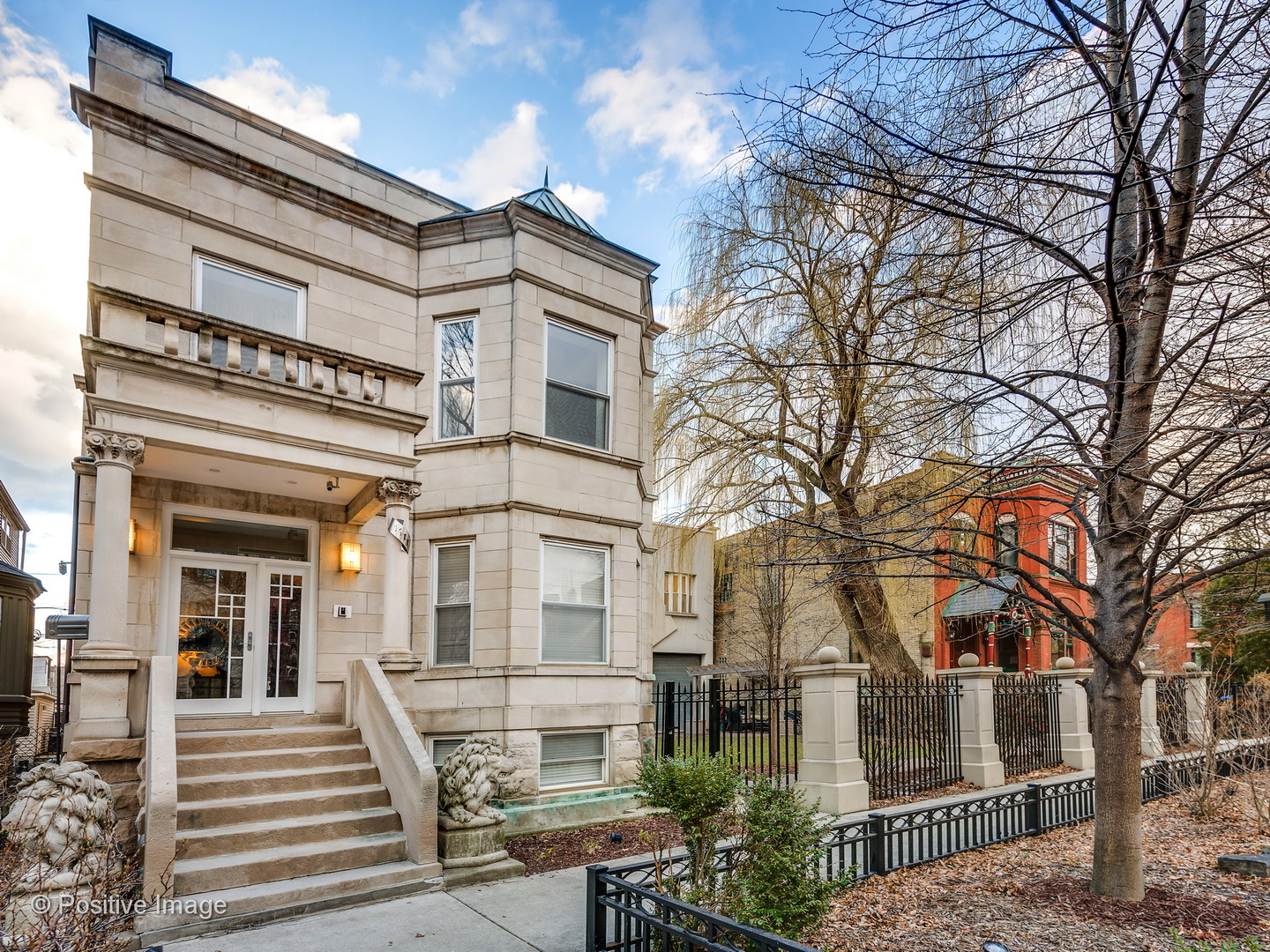 1111 North Hoyne Avenue, Chicago-West Town, IL 60622