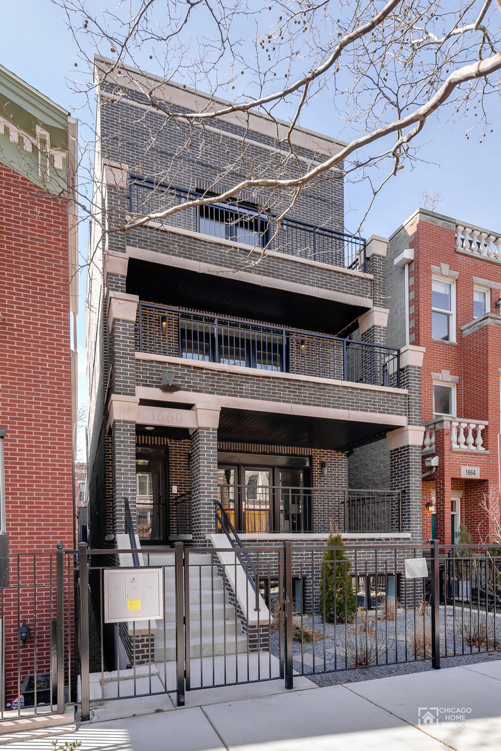 Condominium for Sale at 1660 North Dayton Street #PH 1660 North Dayton Street #PH Chicago, Illinois,60614 United States