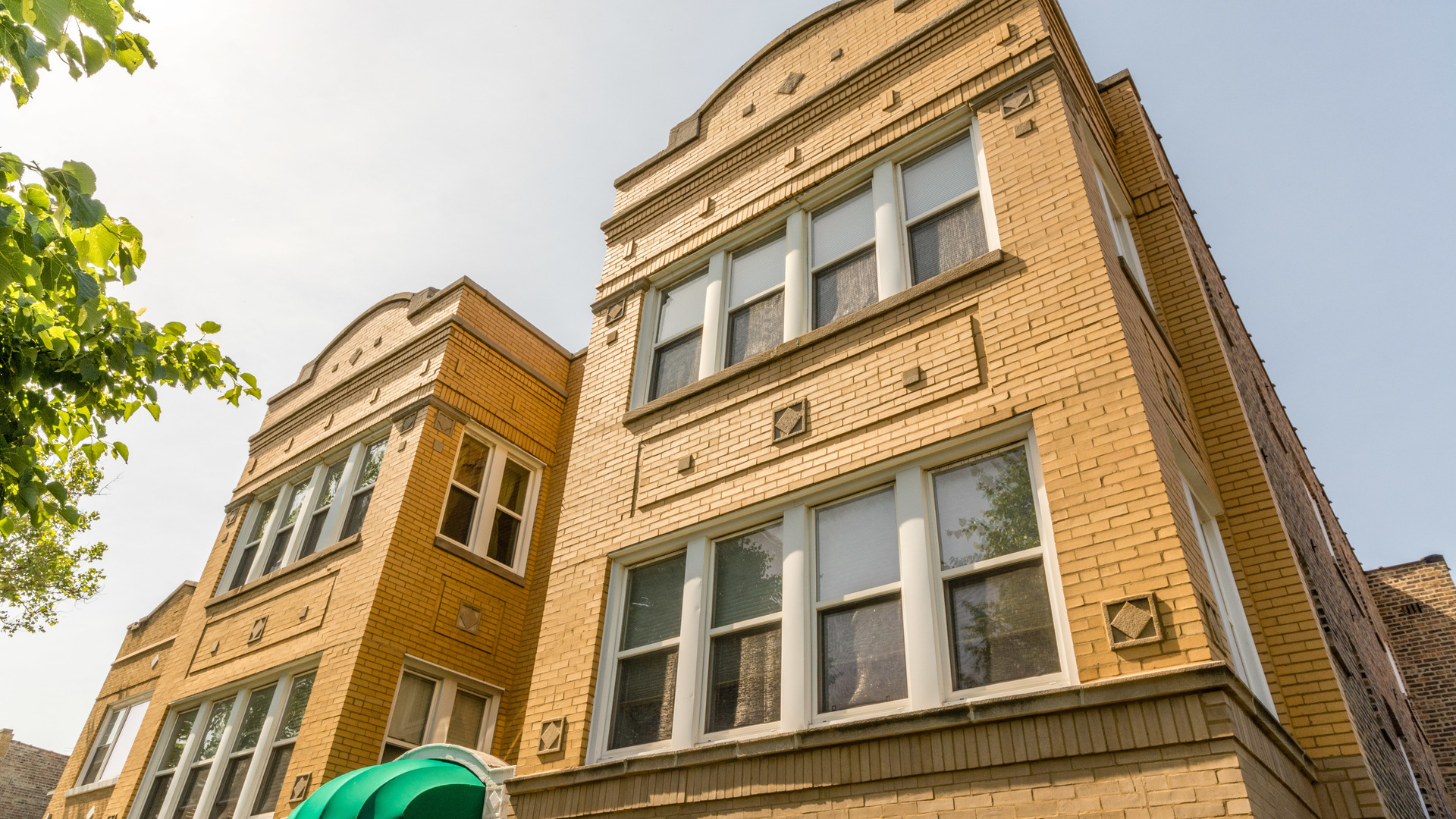 4110 West George Street, Chicago, IL 60641