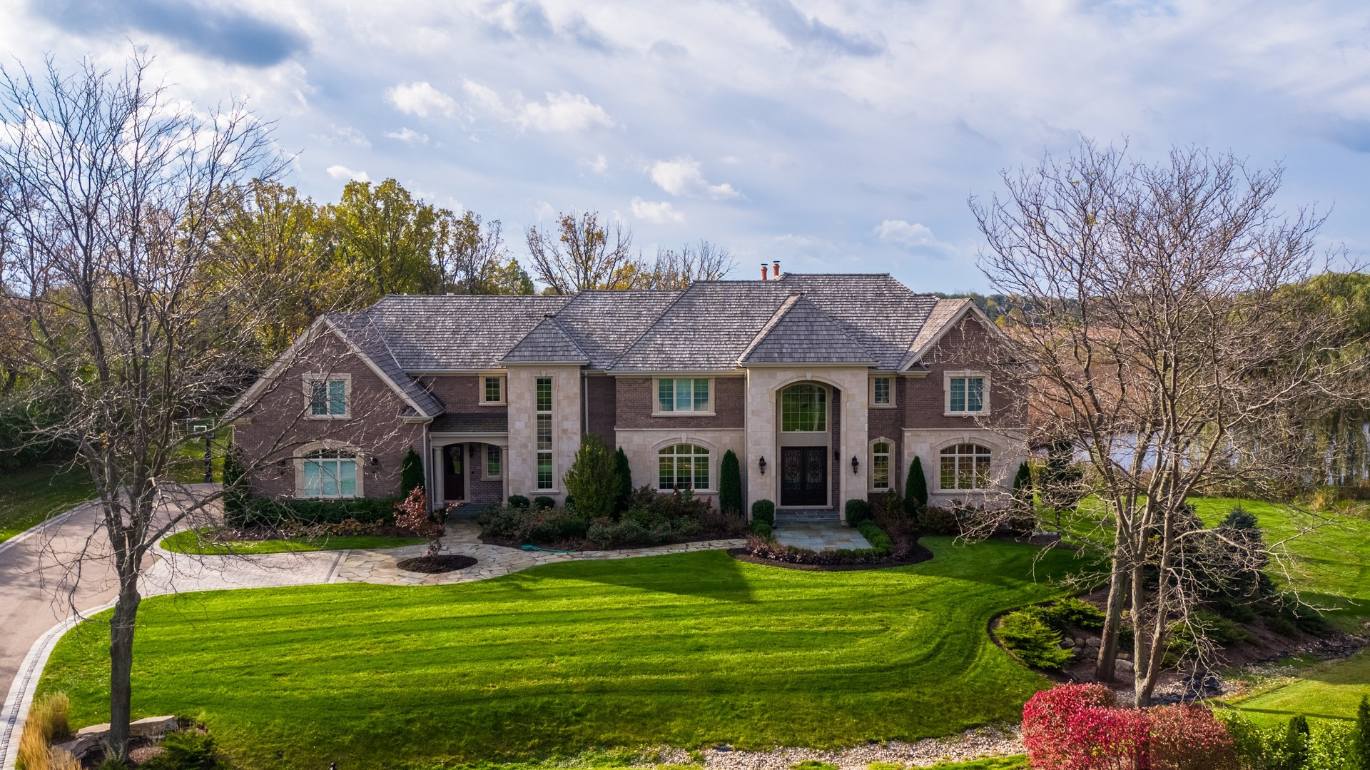 400 Waterford Lane, Inverness, IL 60010