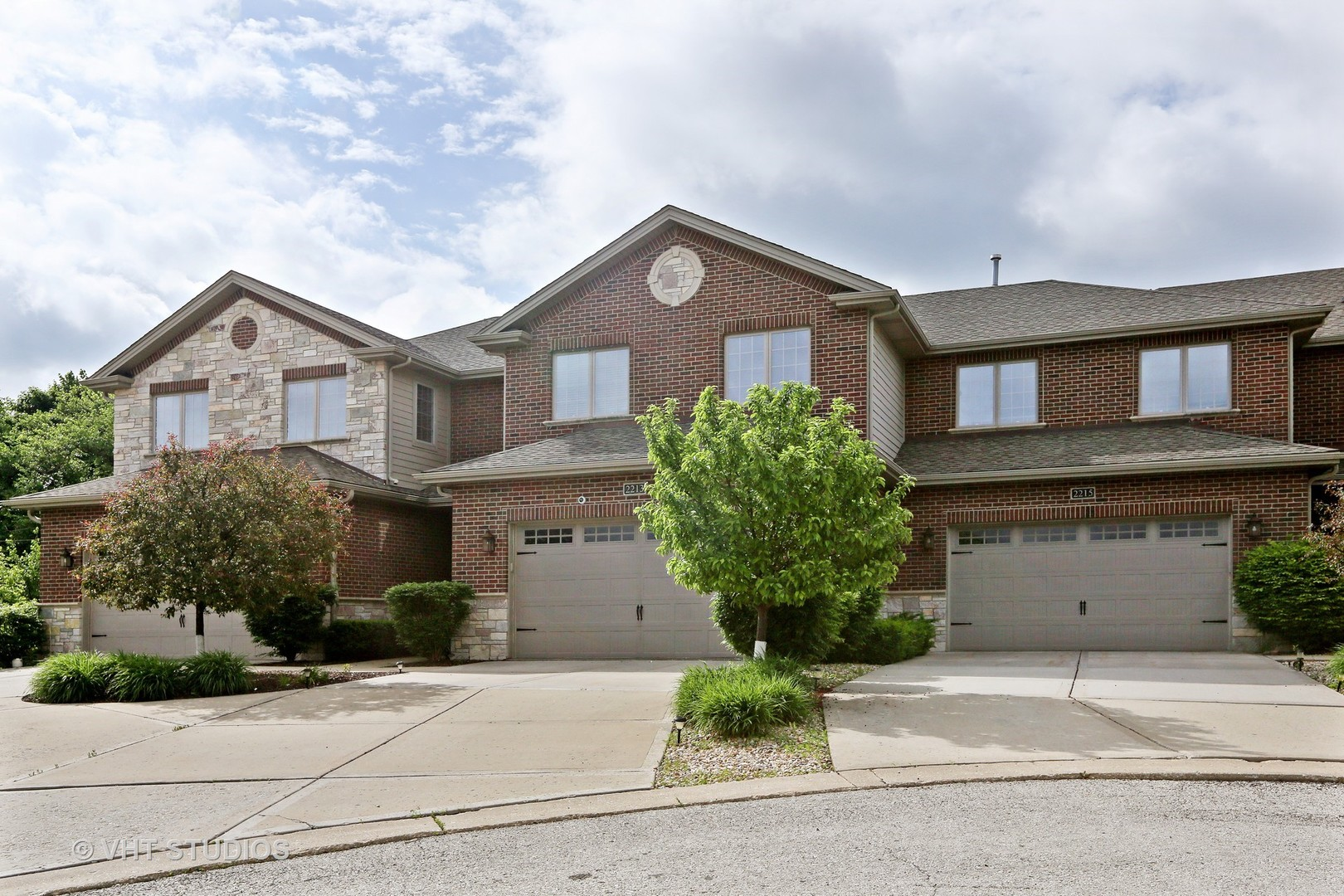 2201 Maple Hill Court, Downers Grove, IL 60515