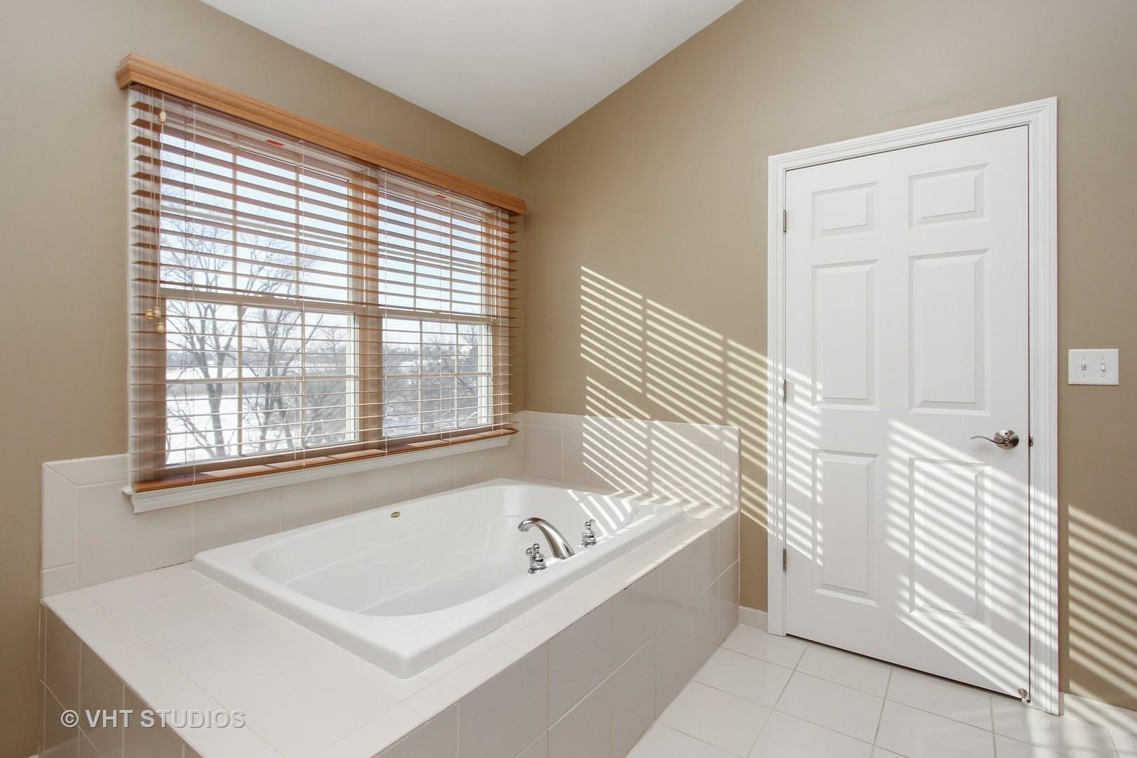 27 Harborside WAY, Hawthorn Woods, IL 60047 $269,900 MLS#09853700 ...