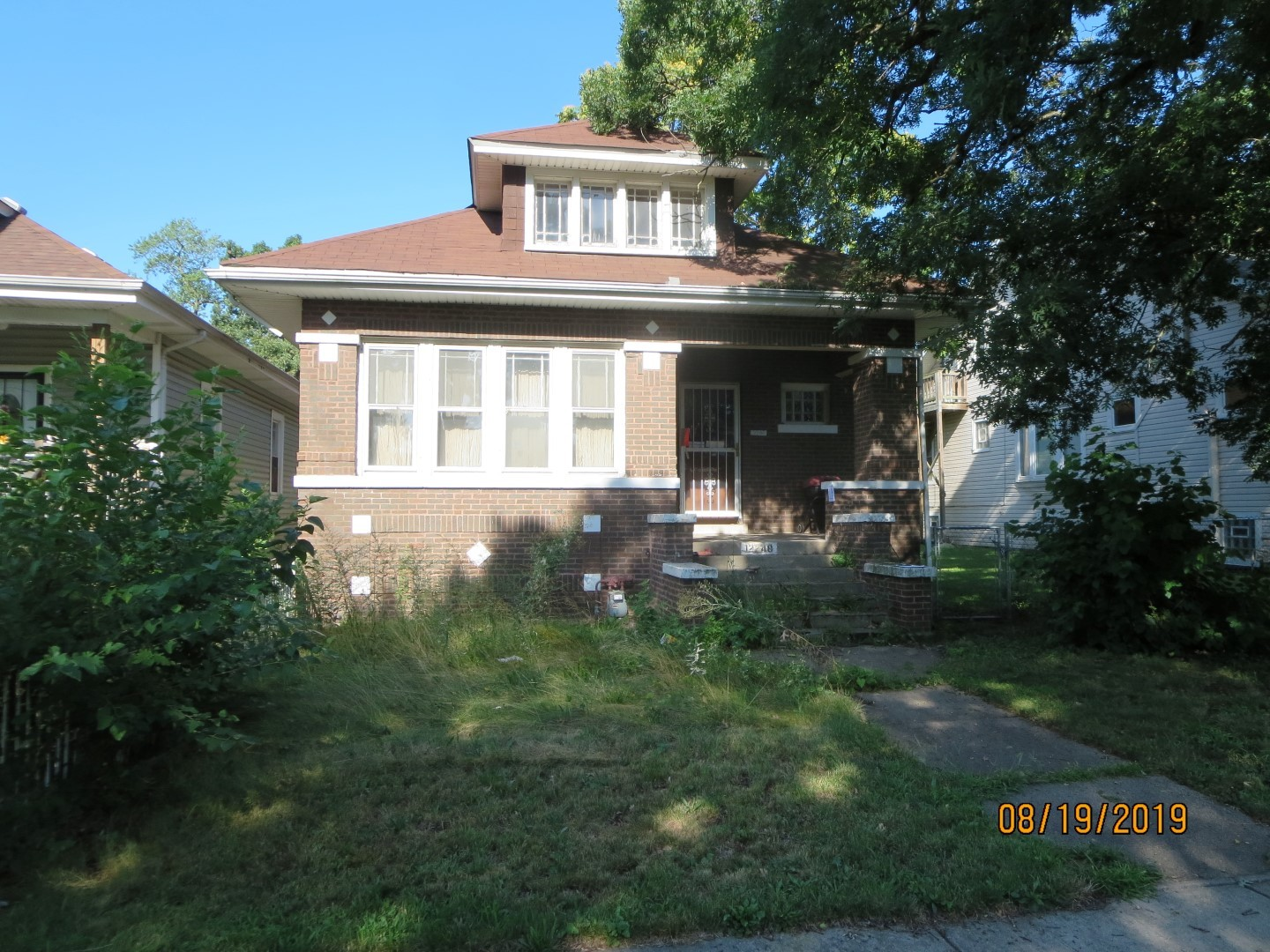 SINGLE FAMILY HOME SOLD AS-IS AND READY FOR A NEW FAMILY.   NOT BANK OWNED AND NOT A SHORT SALE, OWNERS ARE LOCAL AND MOTIVATED.  THIS HOME IS BEING SOLD AS-IS, SO PLEASE INSPECT PRIOR TO SUBMITTING AN OFFER.  PLEASE NOTE: 0% TAX PRORATIONS ARE OFFERED, THE SELLER WILL PAY CURRENT AND ALL PRIOR TAX BUT 0% CREDIT FOR FUTURE BILLS.  SPECIAL WARRANTY DEED AT CLOSING. NO SURVEY.  FOR FASTER RESPONSE PLEASE USE SELLERS CONTRACT, ADDENDUM AND DISCLOSURES UNDER DOCUMENTS. EMAILING AGENT IS PREFERRED OVER CALLS .