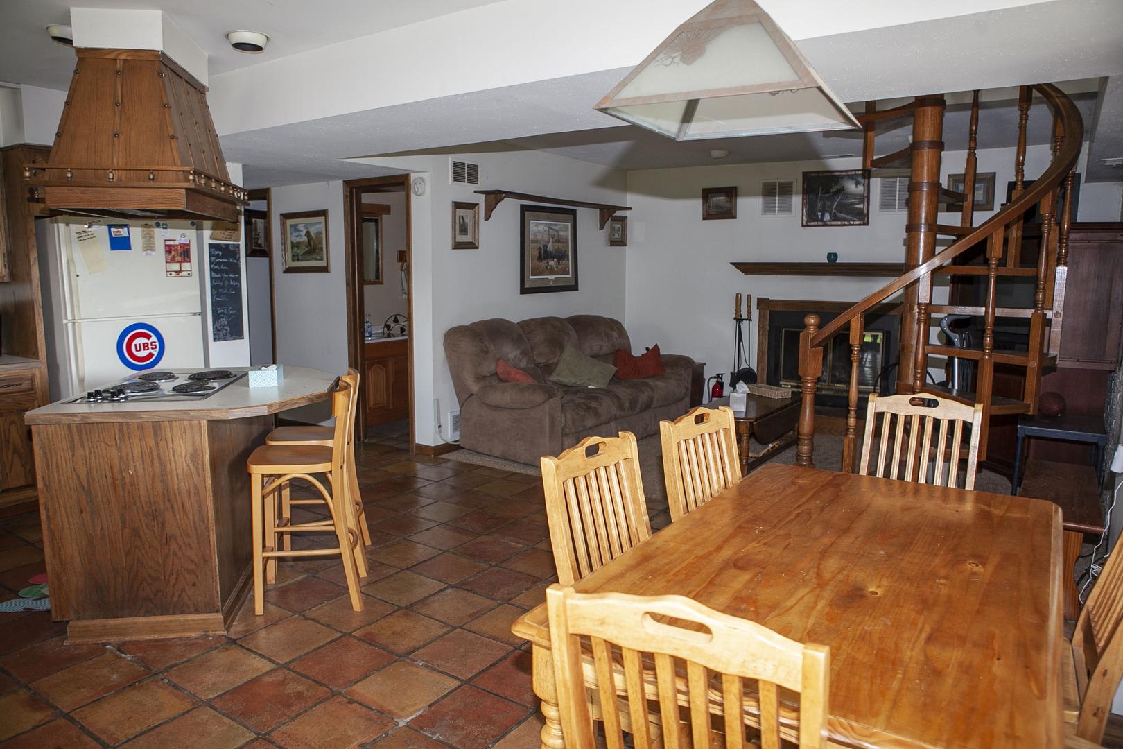 24 Wheeler ,Lake Thunderbird, Illinois 61560
