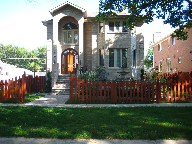 1785 S CORA Street, DES PLAINES, IL 60018