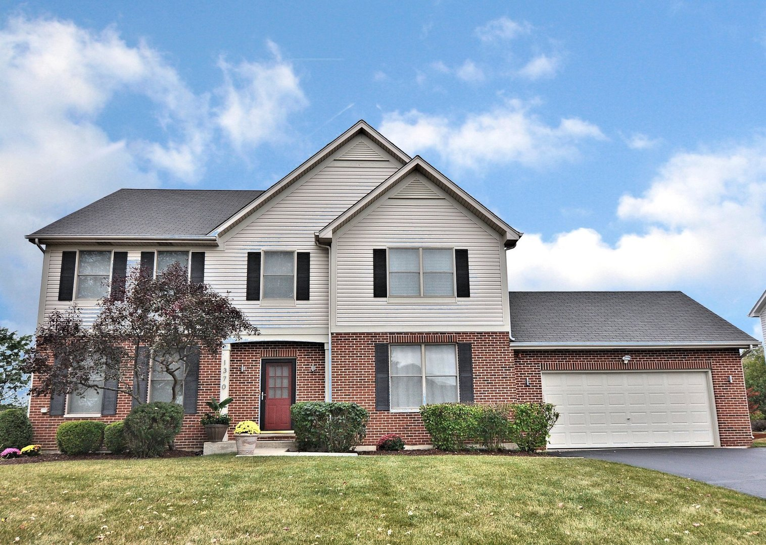 1370 Hunters Ridge W   - Denise D'Amico Real Estate Team REMAX Central