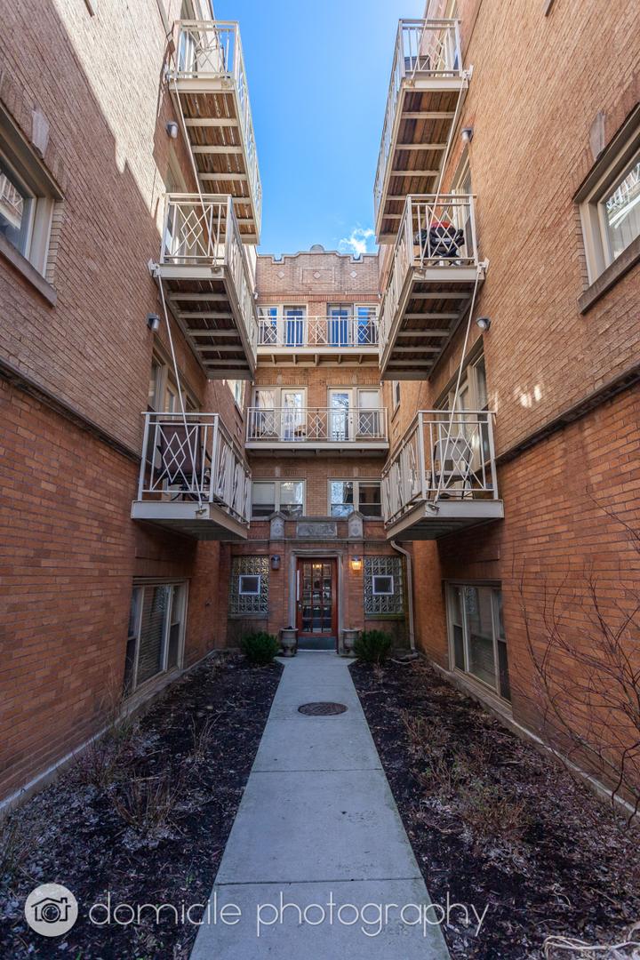 1009 N Oakley Blvd apartments for rent at AptAmigo