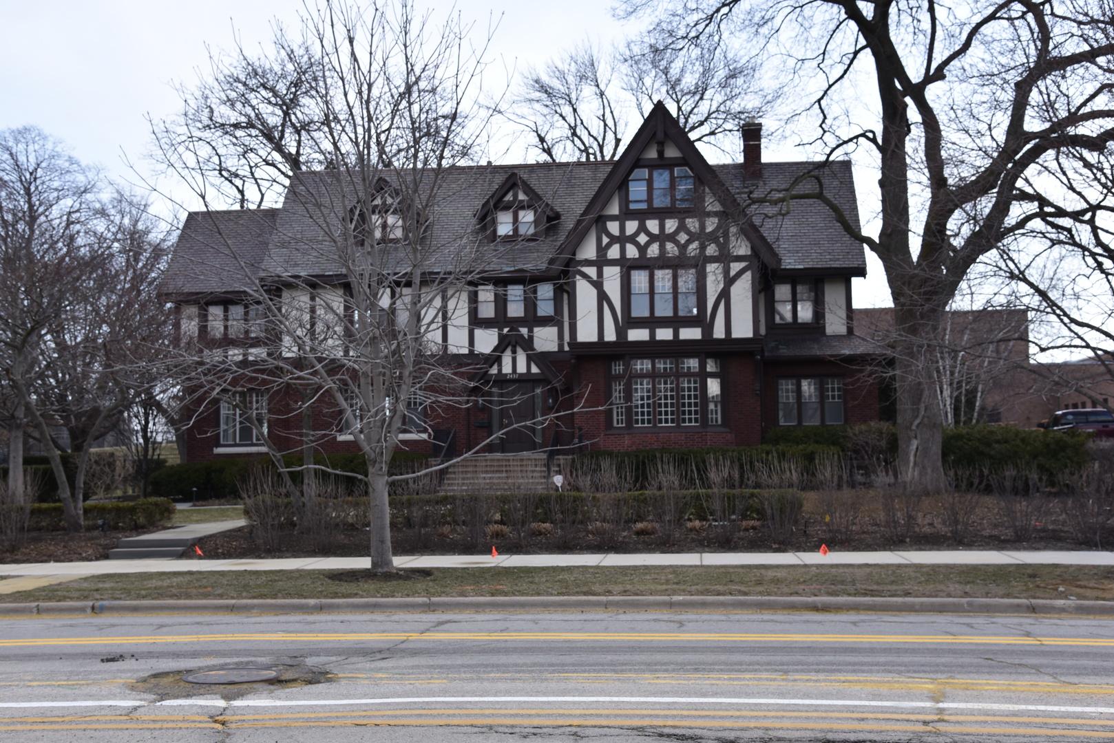2437 Sheridan Road, Evanston, IL 60201