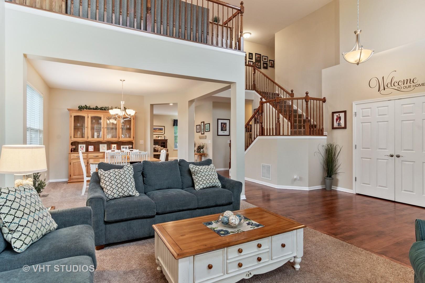 Groovy 405 Comstock Drive Elgin Il 10528768 Properties Machost Co Dining Chair Design Ideas Machostcouk