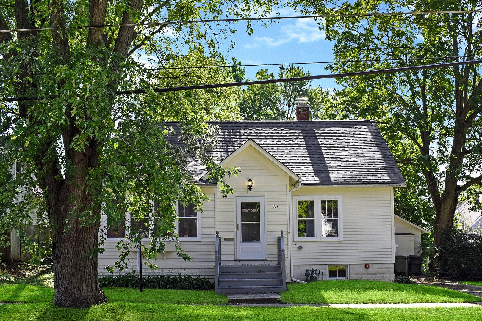 211 Russell ,Barrington, Illinois 60010