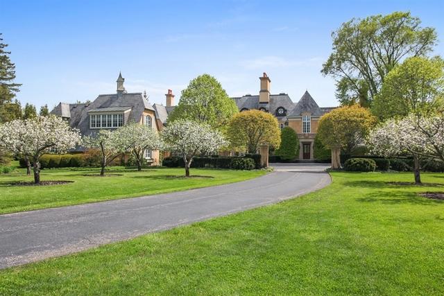Casa Unifamiliar por un Venta en 111 East Onwentsia Road 111 East Onwentsia Road Lake Forest, Illinois,60045 Estados Unidos