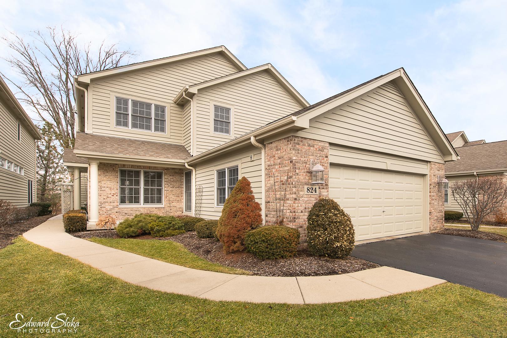 824 Villa Drive, Crystal Lake, IL 60014