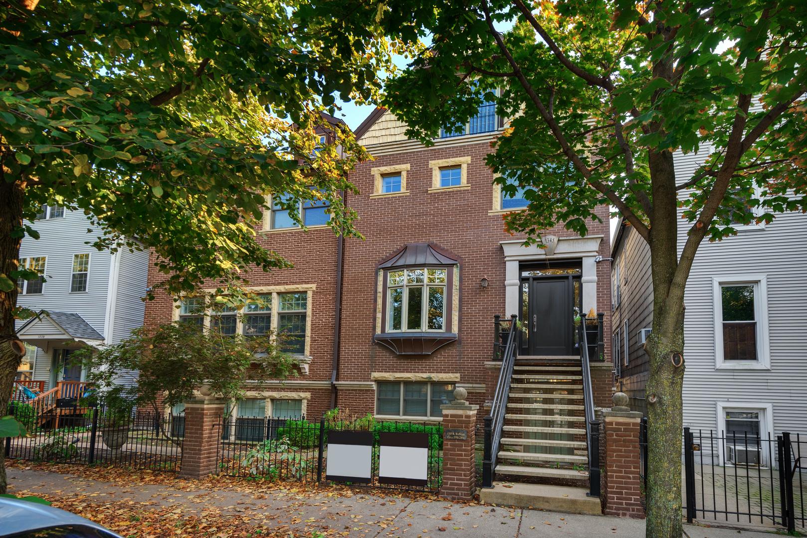 1345 W WOLFRAM Street, Chicago, Illinois 60657