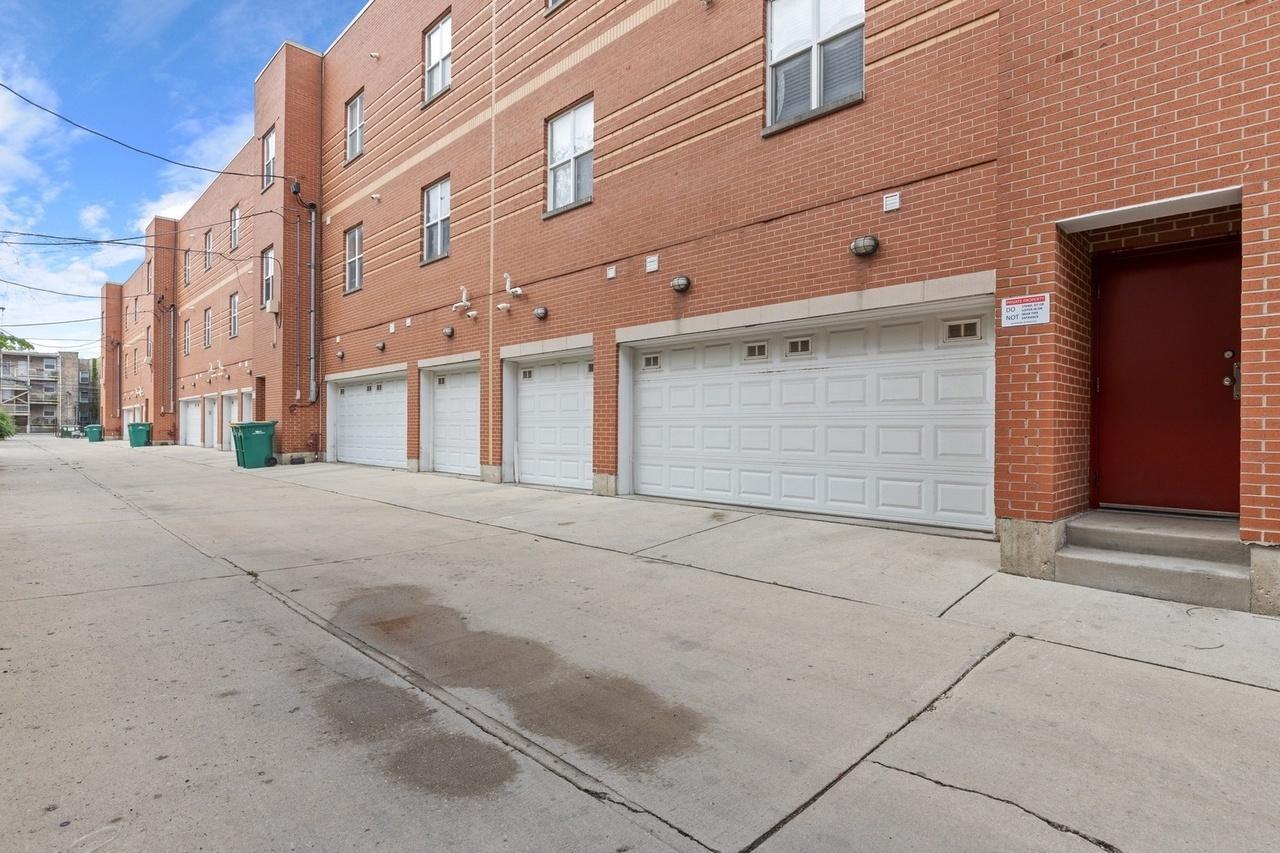 1033 E 46th St apartments for rent at AptAmigo