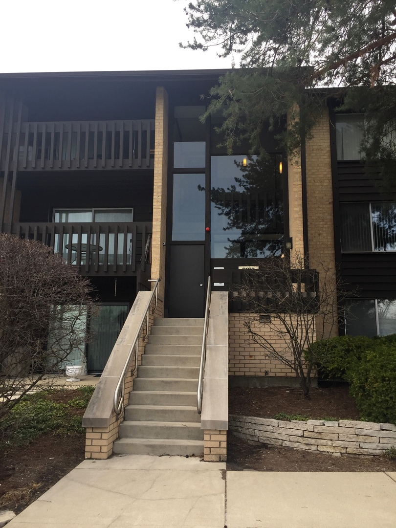 6180 KNOLL LANE COURT #102, WILLOWBROOK, IL 60527