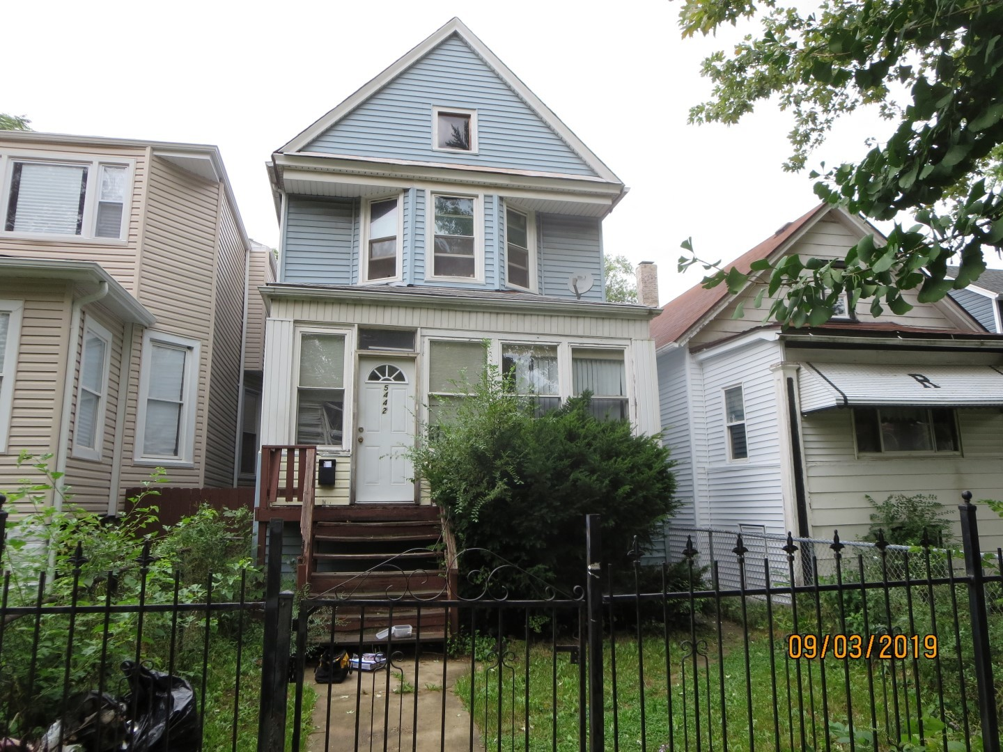 SINGLE FAMILY HOME SOLD AS-IS AND READY FOR A NEW FAMILY.   NOT BANK OWNED AND NOT A SHORT SALE, OWNERS ARE LOCAL AND MOTIVATED.  THIS HOME IS BEING SOLD AS-IS, SO PLEASE INSPECT PRIOR TO SUBMITTING AN OFFER.  PLEASE NOTE: 0% TAX PRORATIONS ARE OFFERED, THE SELLER WILL PAY CURRENT AND ALL PRIOR TAX BUT 0% CREDIT FOR FUTURE BILLS.  SPECIAL WARRANTY DEED AT CLOSING. NO SURVEY.  FOR FASTER RESPONSE PLEASE USE SELLERS CONTRACT, ADDENDUM AND DISCLOSURES UNDER DOCUMENTS.