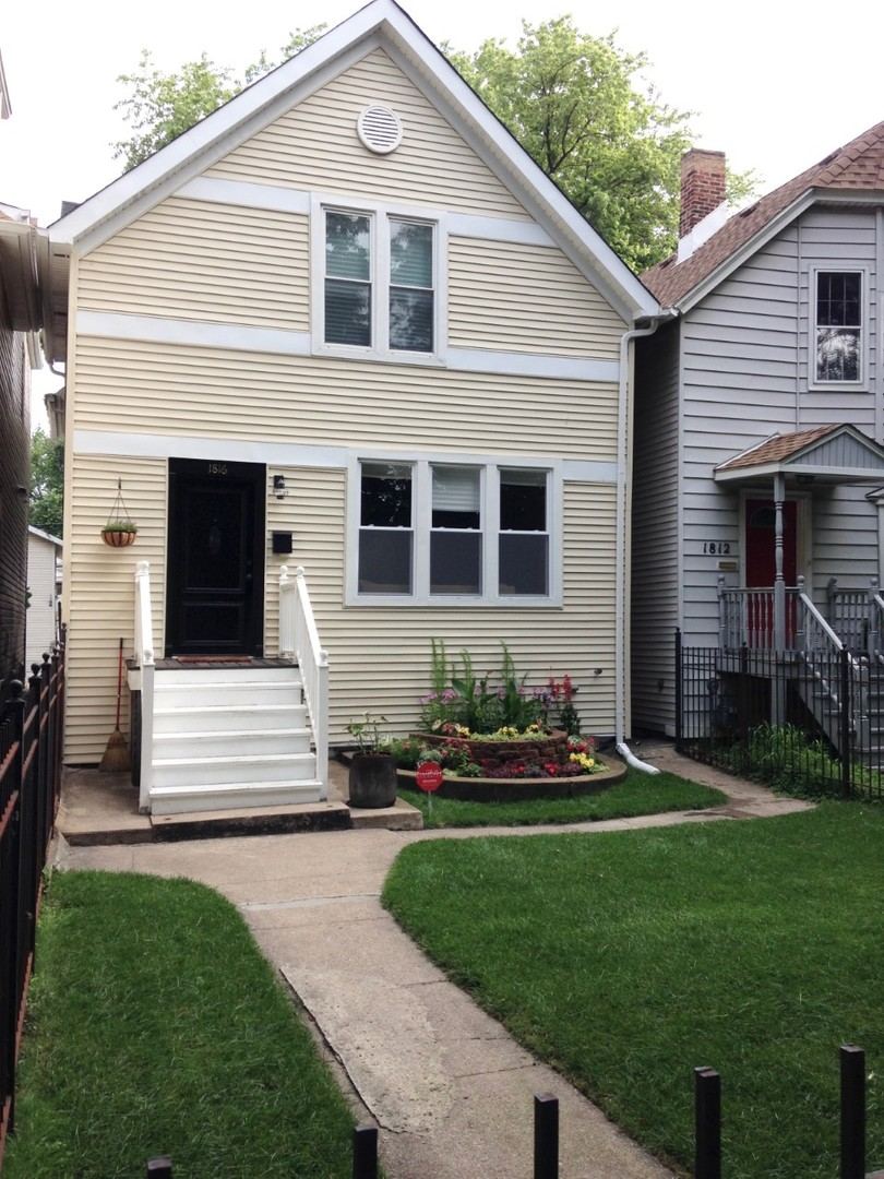 3 House in Rogers Park