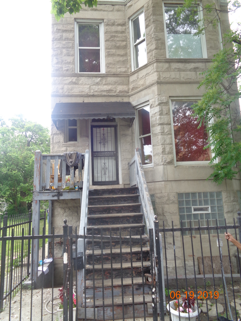 CLASSIC BRICK 2 FLAT, WITH BASEMENT SET UP FOR A POSSIBLE ADDITIONAL UNIT. SOLD AS-IS AND READY FOR A NEW FAMILY. THIS HOME IS BEING SOLD AS-IS BUT IS NOT BANK OWNED AND NOT A SHORT SALE. LOCALLY OWNED AND MOTIVATED TO SELL. PLEASE INSPECT PRIOR TO SUBMITTING AN OFFER.  PLEASE NOTE: 0% TAX PRORATIONS ARE OFFERED, THE SELLER WILL PAY CURRENT AND ALL PRIOR TAX BUT 0% CREDIT FOR FUTURE BILLS.  SPECIAL WARRANTY DEED AT CLOSING. NO SURVEY. FOR FASTER RESPONSE PLEASE USE SELLERS CONTRACT, ADDENDUM AND DISCLOSURES UNDER DOCUMENTS. NO CALLS .