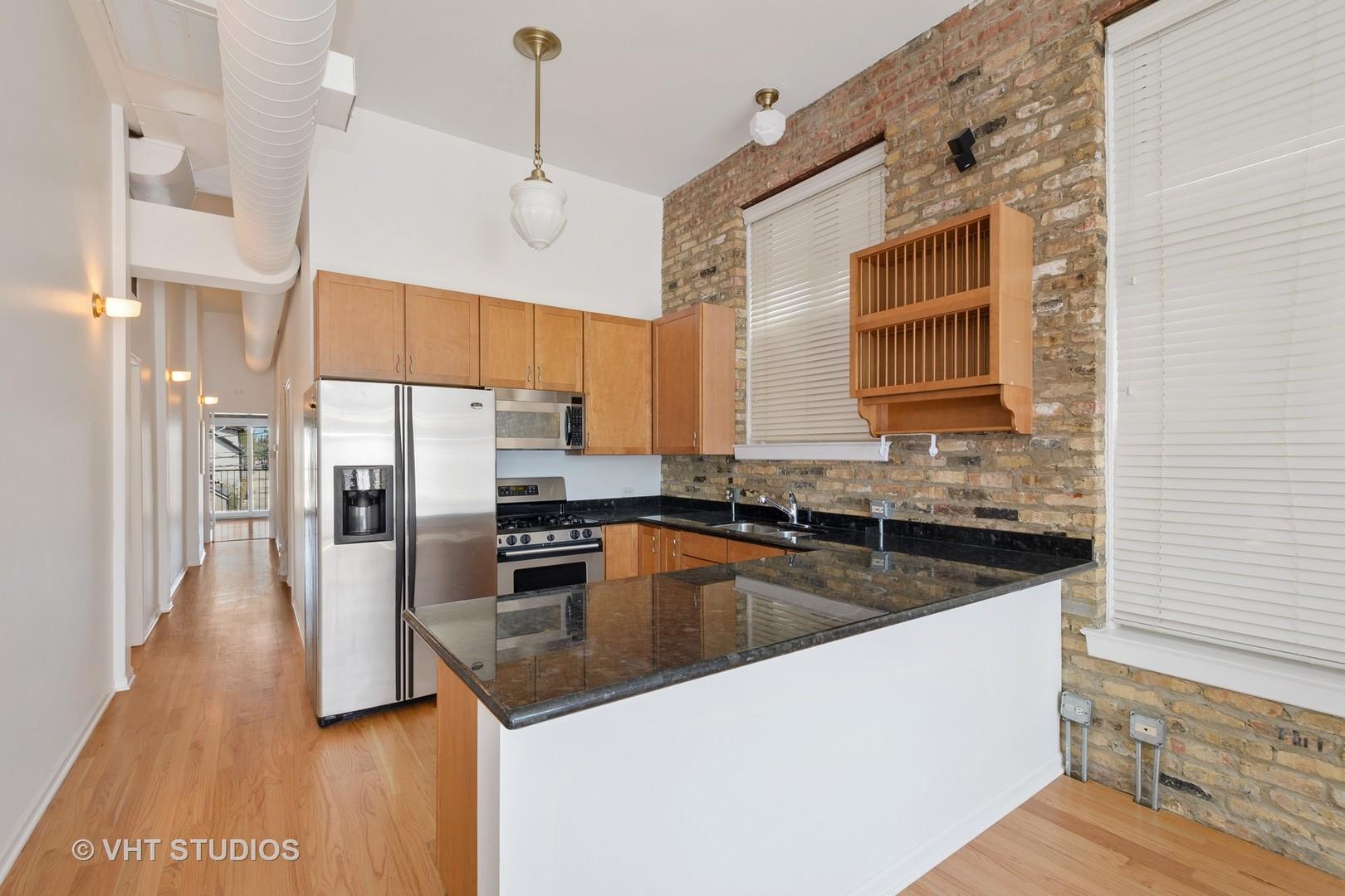 1012 W Diversey Pkwy apartments for rent at AptAmigo