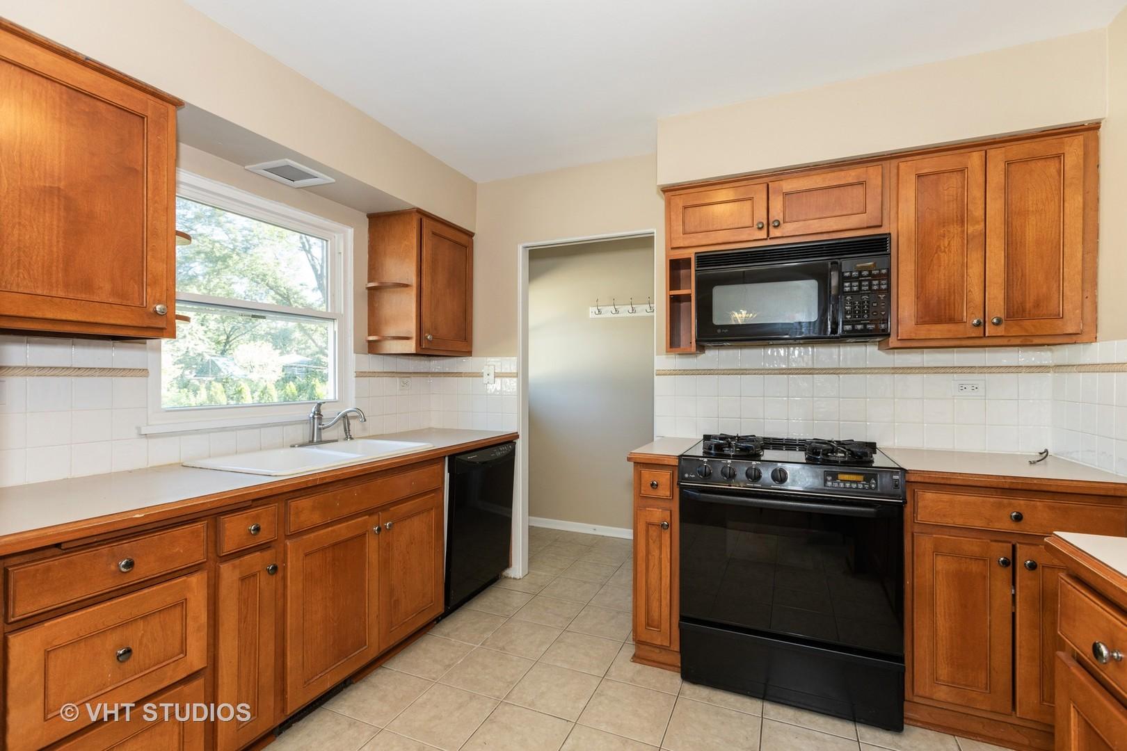 $359,900 - 3Br/2Ba -  for Sale in West Highlands, Naperville