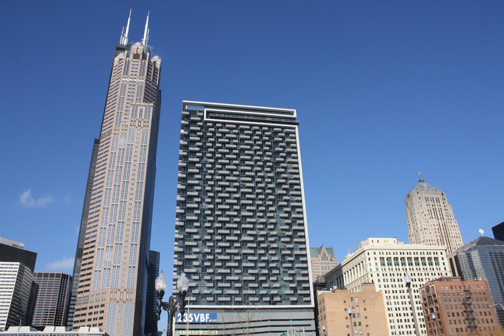 235 W Van Buren Chicago Condos Deeded Parking